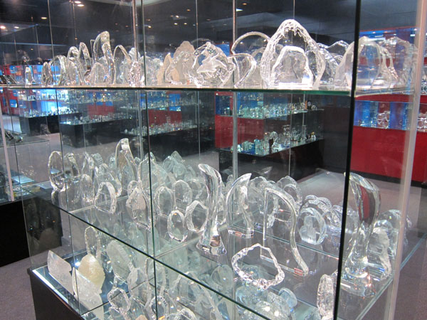 Artistic glass awards & trophies